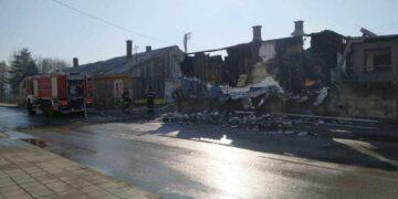 Vatra je brzo zahvatila barake; foto: JV