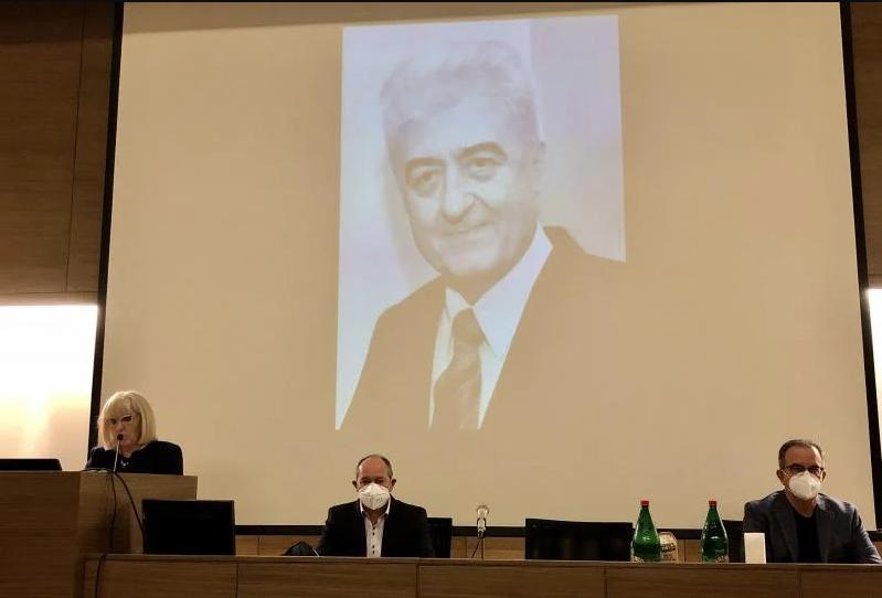 Perišić pokrenuo inicijativu da se Klinika zove po dr Mitkoviću; foto: UKC Niš